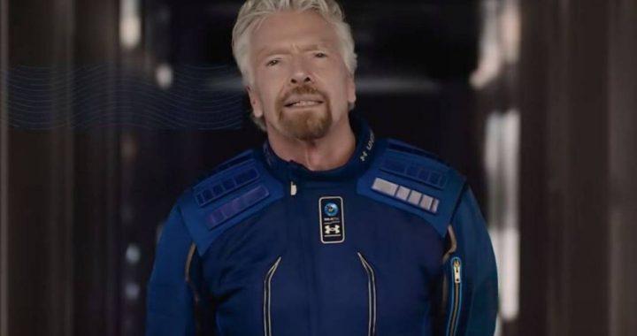 El multimillonario británico Richard Branson realiza su primer vuelo espacial