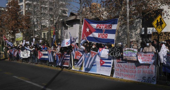 Manifestantes se enfrentaron en las afueras de la Embajada de Cuba, reportan un lesionado